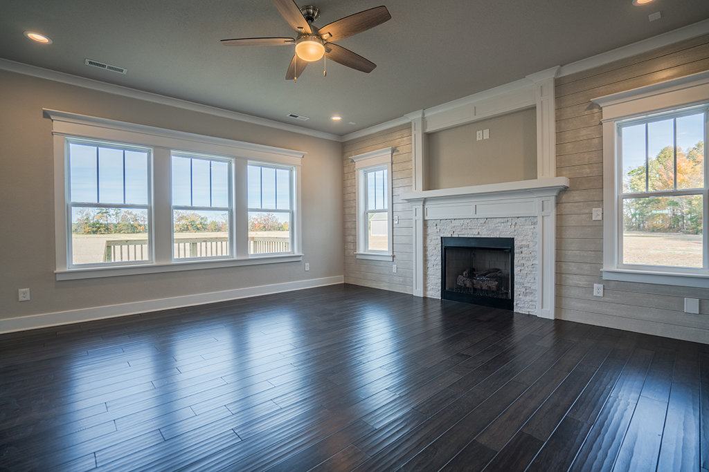 Spacious Greatroom w/Fireplace